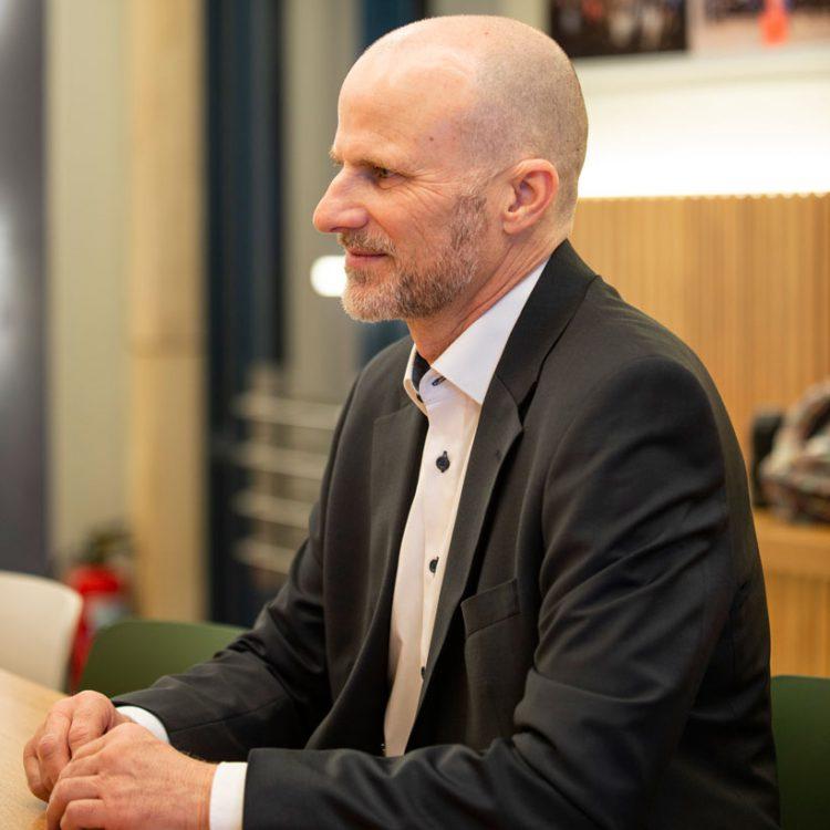 Frank Sampel, Spezialist für Sonderfinanzierungen