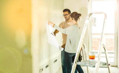 München, Wände streichen, Paar, Schimmel vermeiden, Wohnung, Mieter, Vermieter